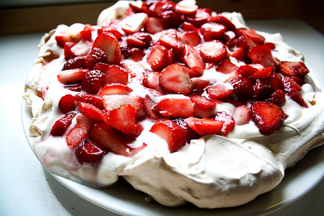 Strawberry Pavlova. | Home | Pinterest