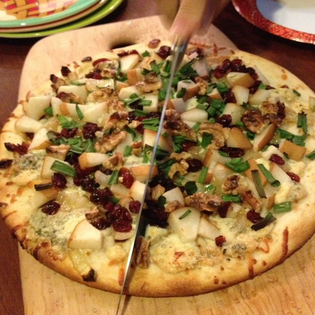 Pear Pizza with carmelized onions, gorgonzola cheese, craisins, and ...