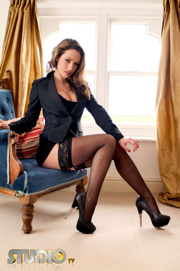 Sexy secretary in glasses and stockings Carmen Black pleasuring a dick № 813676 бесплатно