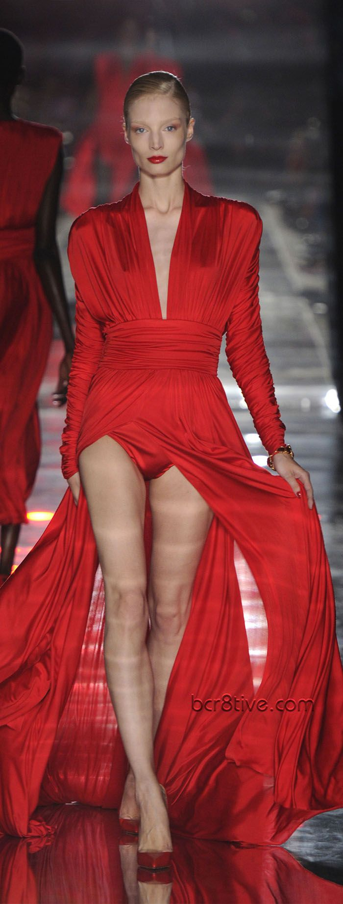 Alexandre vauthier fall winter 2011 12 haute couture for Haute couture red
