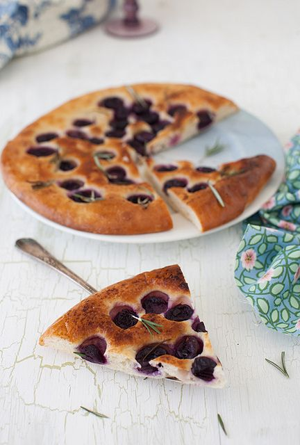 grape focaccia with rosemary | yum! {breads} | Pinterest