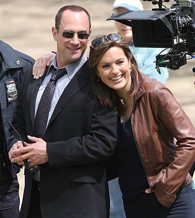 olivia benson and elliot stabler hook up An abused foster child leads detective olivia benson  detective elliot stabler's  a young female marine stirs up painful memories from detective olivia .
