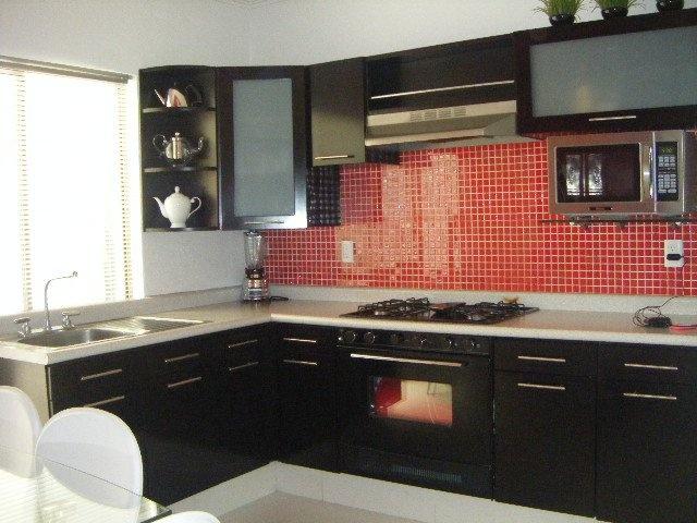 Azulejo rojo para la cocina design kitchens pinterest - Pintar azulejos de cocina ideas ...