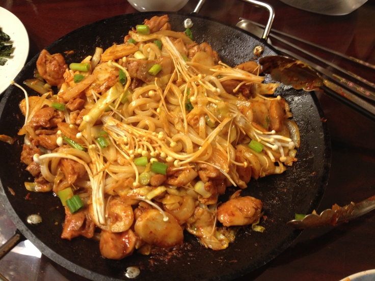 dahk kalbi - spicy stir fried chicken with rice cakes, sweet potatoes ...