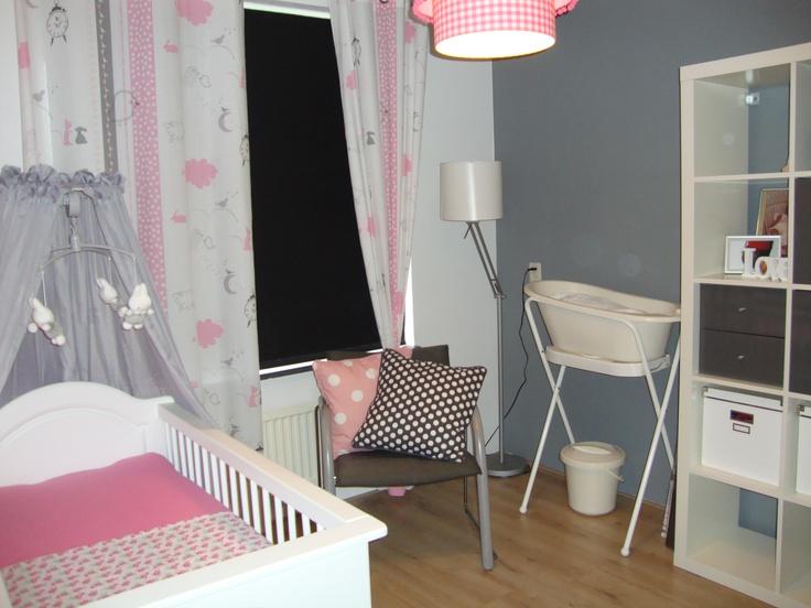 Kinderkamer Roze Grijs : grijs, roze en wit Babykamer van mijn meisje
