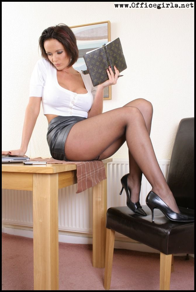 Long legged sexy clothed secretary stips to ride cowgirl in the office № 1034999 бесплатно