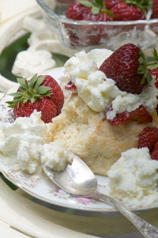 Old-Fashioned Strawberry Shortcake | Dessert country | Pinterest