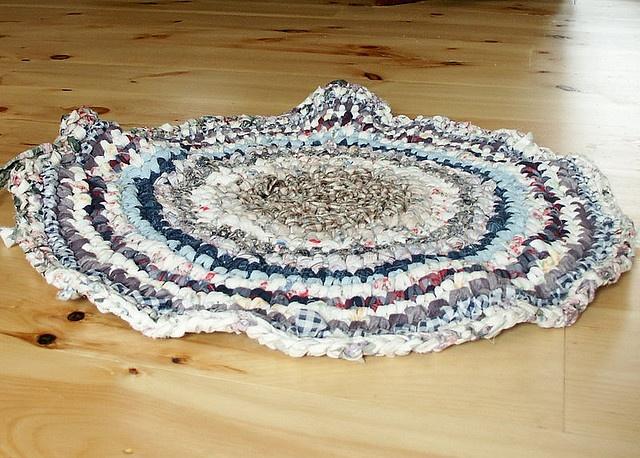 Crocheting Rag Rugs Tutorial : Crochet Rug Tutorial rag rugs Pinterest