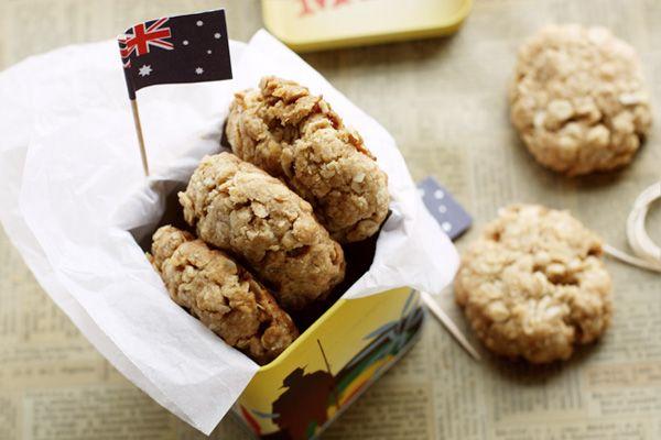 Anzac Cookies - The Chewy Version! | Cookies, Bars & Brownies | Pinte ...