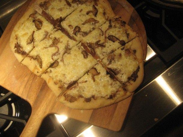 Mushroom Pureé and Fontina Cheese Pizza | YUMM | Pinterest