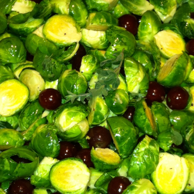 Roasted Brussels Sprouts & Grapes | Paleo recipes | Pinterest