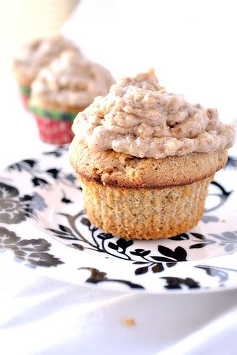 Cinnamon Cupcakes with Brown Sugar Toffee Pecan Buttercream Frosting ...