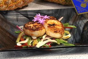 ... Single serving - Seared Scallops w/Pineapple Salad. Also very low cal