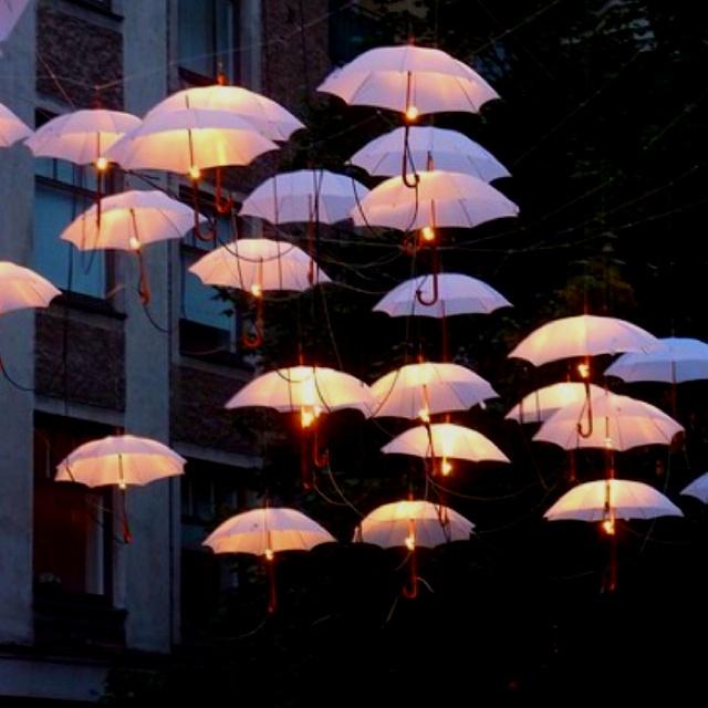 Umbrella street lights wedding decor wedding pinterest for Decor umbrellas