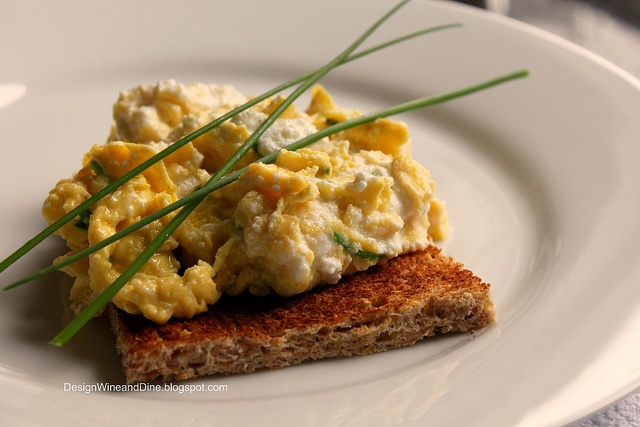 Soft Scrambled Eggs with Fresh Ricotta and Chives...wow, ive added ...