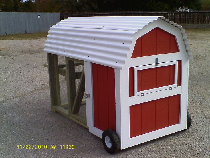 Mobile Chicken Coops With An Oink Oink Here Pinterest