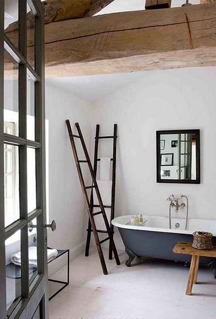 Ladder towel racks home inspiration pinterest for Salle de bain towels