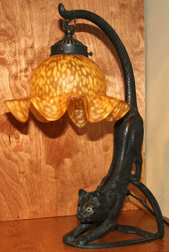genuine vintage solid brass cat lamp with tiffany style lamp shade. Black Bedroom Furniture Sets. Home Design Ideas
