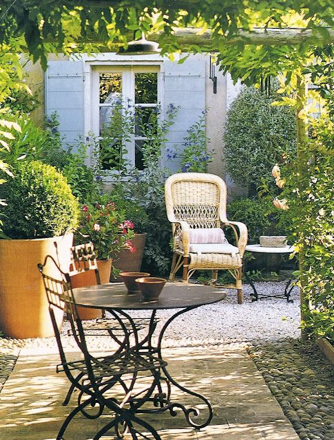 Décor de Provence: French Country Details  Love the look,