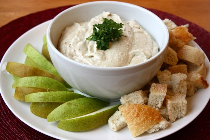 Gorgonzola and caramelized onion dip | Appetizers | Pinterest