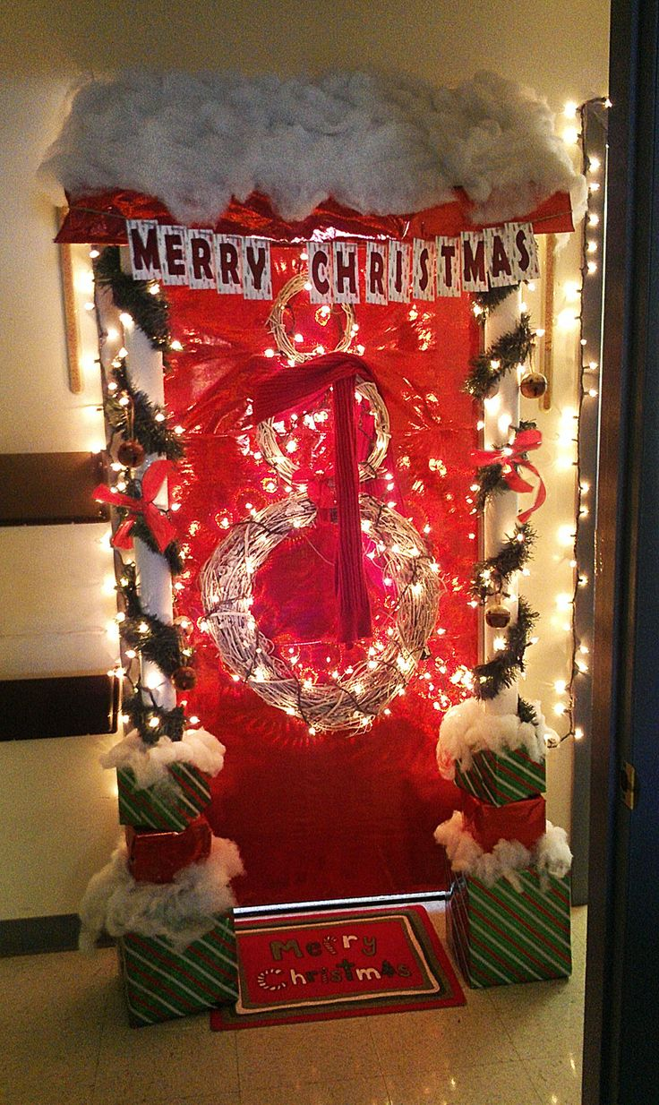 1000 images about xmas door on pinterest christmas door for Decoration work