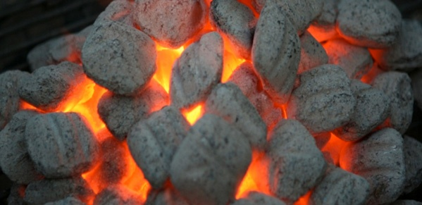 Three Ways to Light Charcoal: Pros and Cons on http://www.grillingishappiness.com