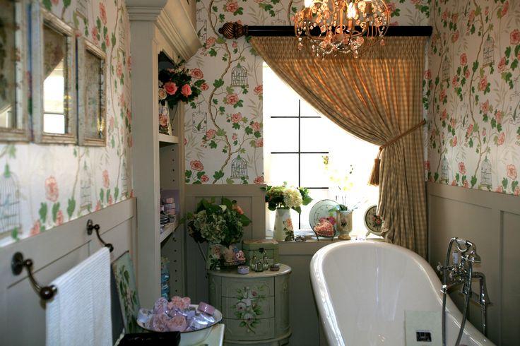 Victorian Bathroom - Chair Rail