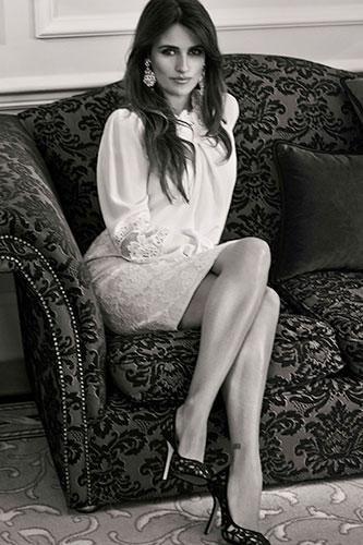 Penelope Cruz looks amazing in this new spread!