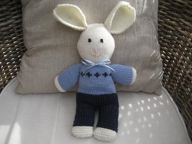 Peter rabbit free pattern knit/crochet Pinterest