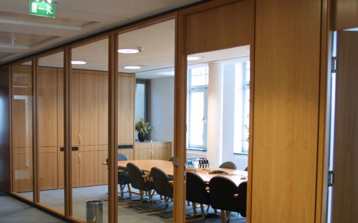 Removable Glass Partition With Apparent Wood Structure
