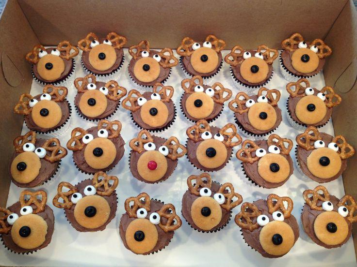 Christmas reindeer cupcakes | CakesbyLynn | Pinterest