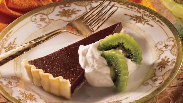 Bittersweet Chocolate Tart with Kiwi Looking for a yummy dessert? Then ...