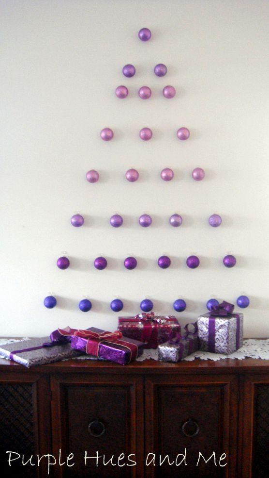 クリスマスオーナメントを壁飾り
