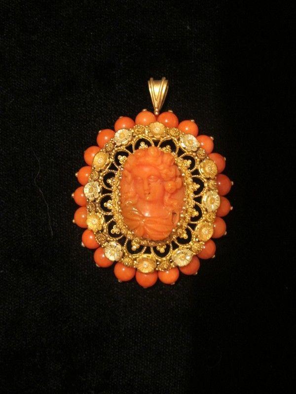Резные викторианской Красный Подвеска Камея Coral установлены в 18-каратного желтого золота с.  Первая половина 19-го века