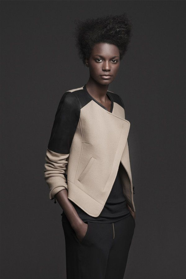 Wool Jacquet with contrasting shoulders.