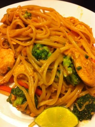 Spicy Chicken w. Peanut Sauce   food   Pinterest