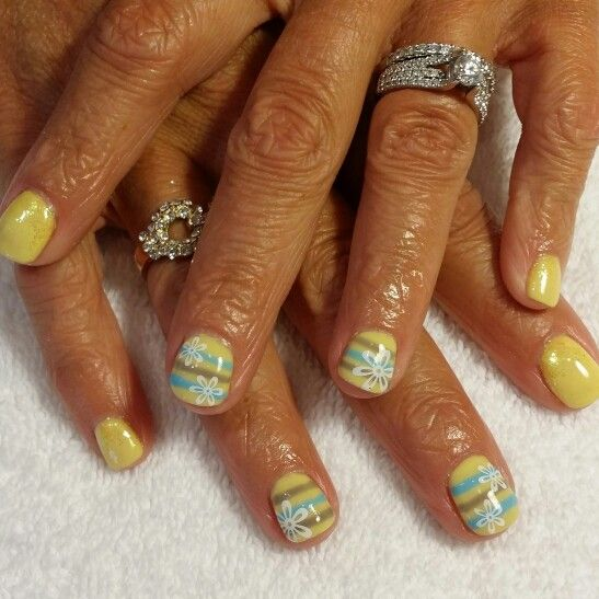 Yellow summer gel nails | Nails byMe! | Pinterest