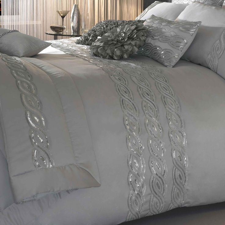 As one of the largest black sparkle bedding retailer online, Beddinginn offers a large selection of black sparkle bedding at discount prices. Made only of finest fabric and by excellent workmanship, black sparkle bedding are all soft and cozy to ensure you a comfortable night's sleep.