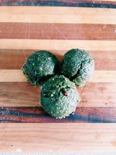 raw vegan matcha almond cookies   Us girls gotta have our sweets too ...