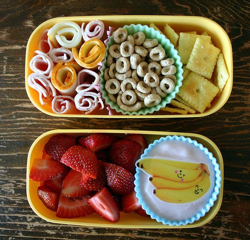 Printable list of lunch ideas for the kids, divided into carbs/proteins/fruits/veggies/dairy. -- I need this.