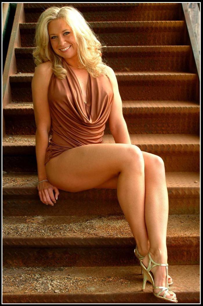 foto-zrelaya-golaya-blondinka