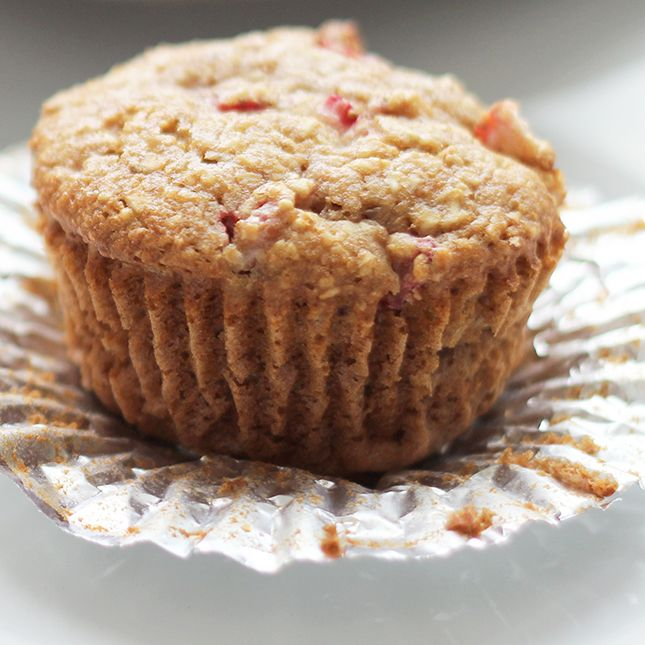 Strawberry Oatmeal Muffins | Skinny Mom | Where Moms Get The Skinny On ...