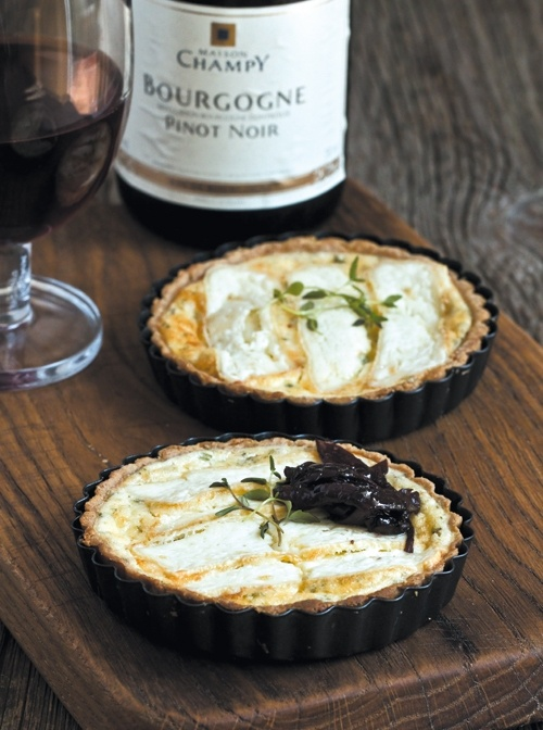 Mini tarts with goat cheese, thyme and onion jam. Maison Champy Pinot ...