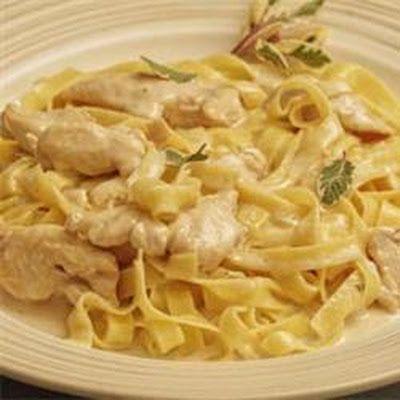 Slow Cooker Chicken Alfredo @keyingredient #cheese #chicken # ...