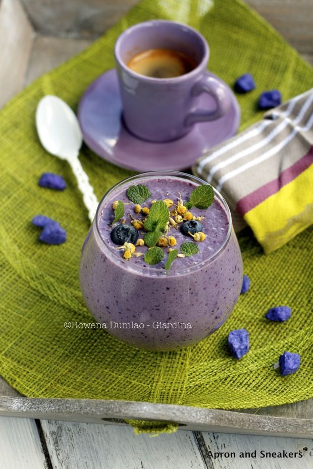 Chamomile, Blueberry and Almond Smoothie | Tasty Beverages | Pinterest
