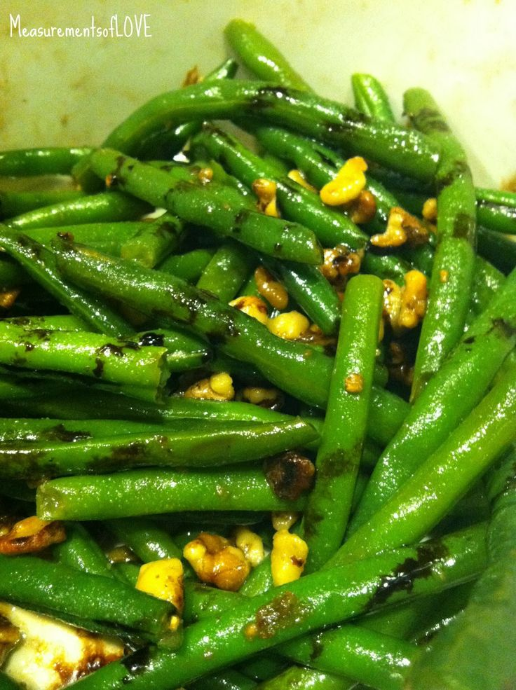 Measurements of Merriment: Green Beans with Toasted Walnuts & Balsamic