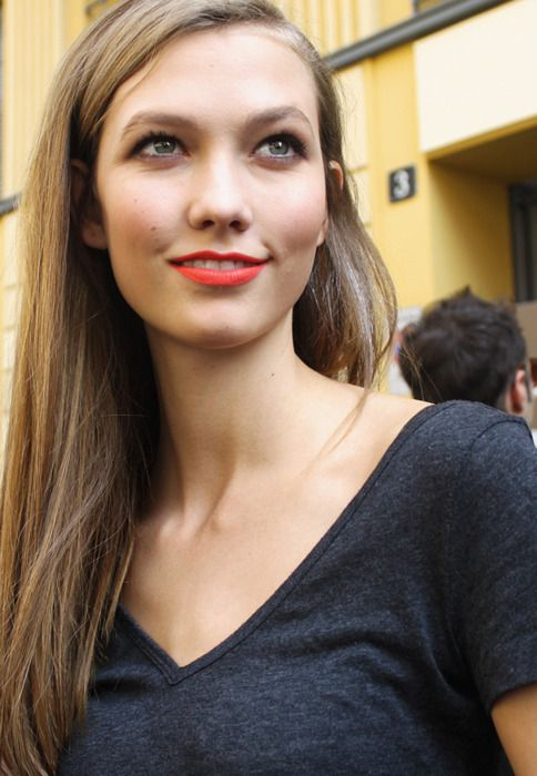 Karlie Kloss bright coral lip