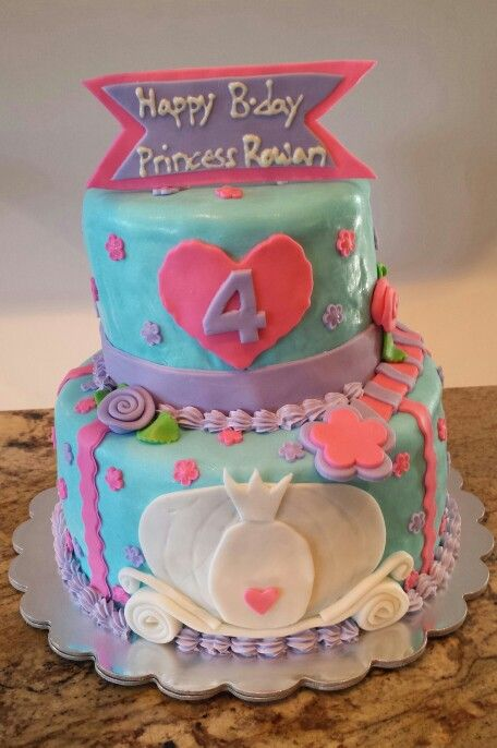 Princess Rowan's 4th birthday cake with a carriage, a wand ...