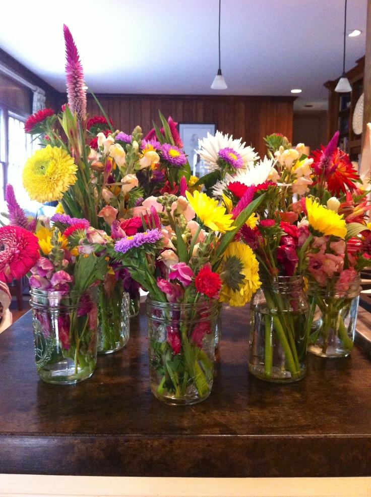 Mason jar flower arrangements a wedding pinterest for How to arrange flowers in mason jar