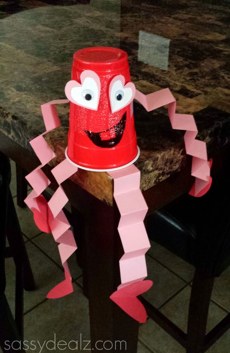 Red Solo Cup Valentine's Day Craft For Kids {Heart Man} #Funny valentines card idea #cheap art project | http://www.sassydealz.com/2014/01/red-solo-cup-valentines-day-craft-for.html